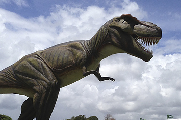 Golf Course Adds A 26-Foot-Tall Roaring T-Rex Robot, Pisses Off Pro Tour